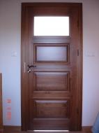 Drzwi z okienkiem - drewniane wewnętrzne